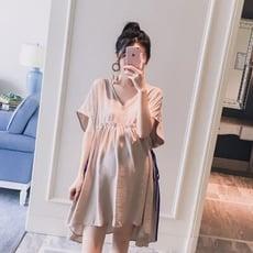獨家訂製款 孕婦洋裝 【D8211】 V領 高腰 綁帶 寬袖 洋裝 短袖洋裝 孕婦裝 娃娃裙
