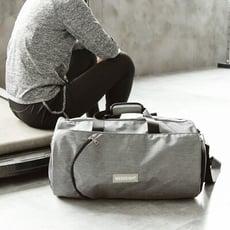 [全店滿499免運]【WEEKEIGHT】圓筒運動型多功能乾濕分離設計手提肩背中型運動背包/旅行袋