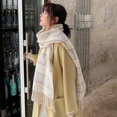 新款小清新圍巾女秋冬季仿羊絨格紋百搭流蘇長款保暖披肩兩用1入