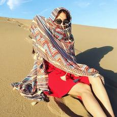復古棉麻民族風披肩圍巾兩用海邊防曬絲巾旅游度假流蘇沙灘巾1入