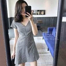 《杜達女孩》極簡主義 經典黑白格子連身裙 V領復古格子連身裙 連身洋裝 窄裙 連身裙 女 短袖洋裝