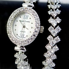 Royal Crown 鑲鑽貝殼面加長手鍊錶/手錶(1516BB)