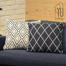 【YU Living】黑白圖騰菱格紋抱枕/靠墊/靠枕(2色)