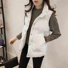 輕巧保暖大口袋舖棉背心黑白二色